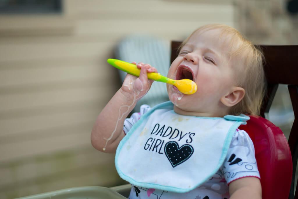 S metodou BLW bude vaše dítko šťastné jako na tomto obrázku